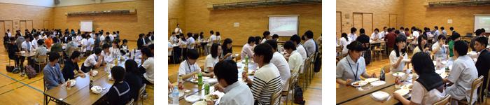 ランチを食べながら在校生とフリートーク!
